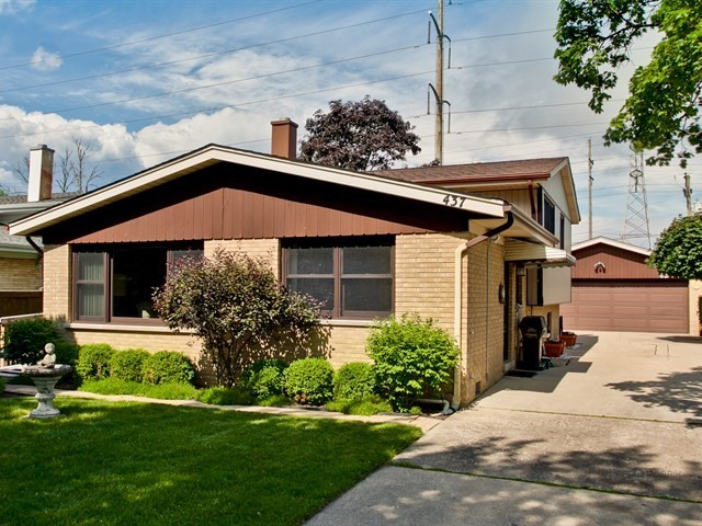 Photo of 437 BARBERRY Road  HIGHLAND PARK  IL