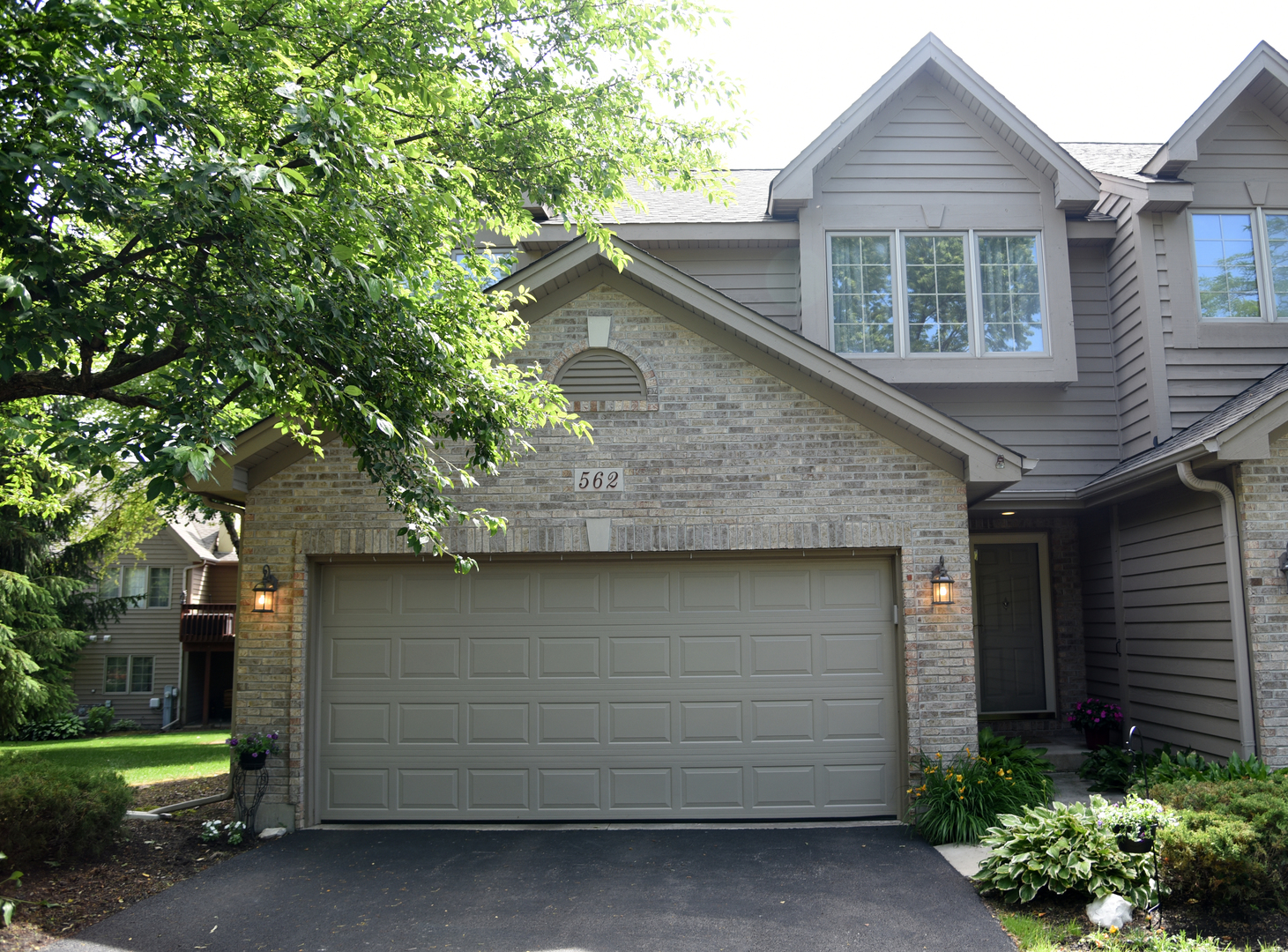 562 Silver Aspen Circle, Crystal Lake in Mc Henry County, IL 60014 Home for Sale