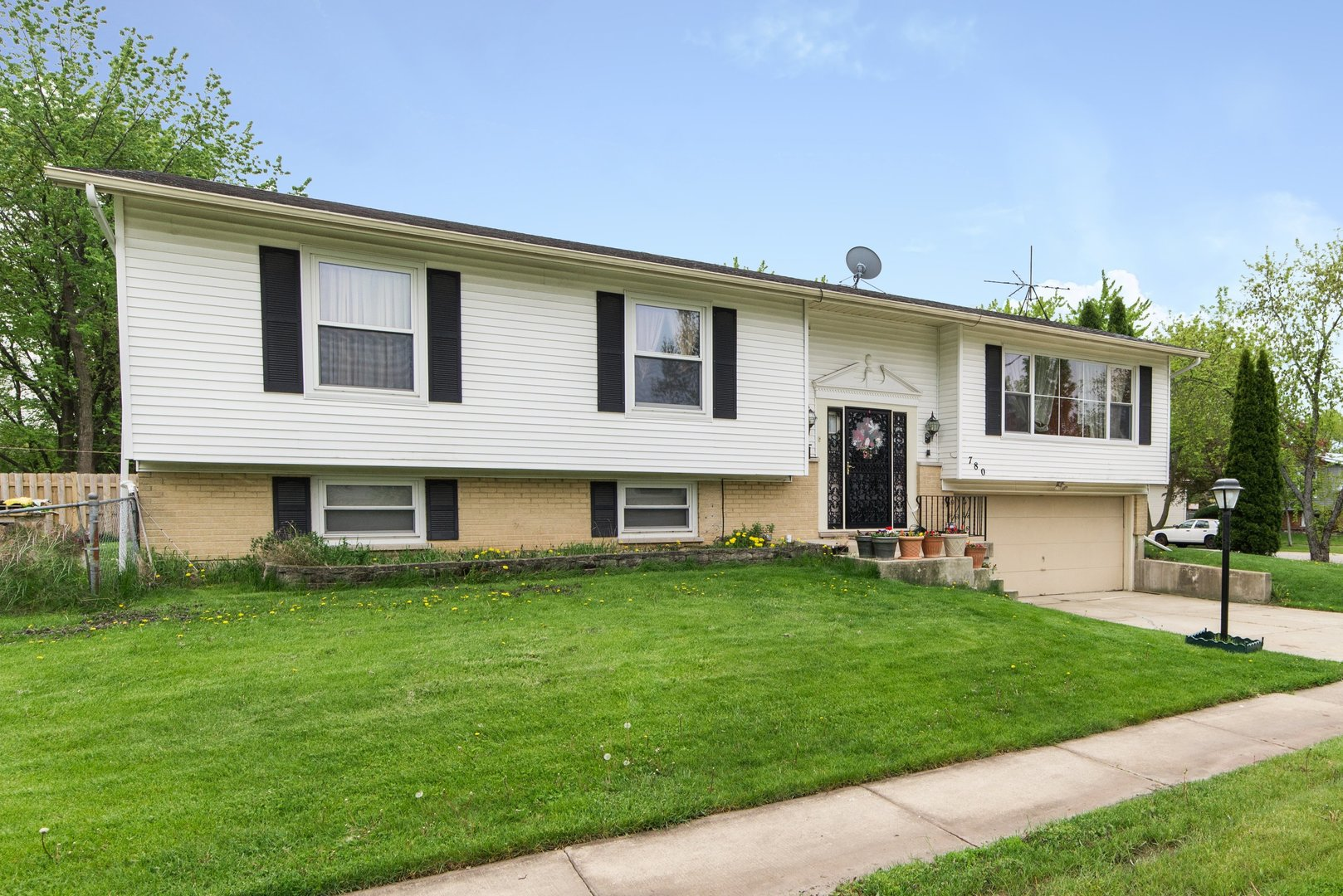 Photo of 780 Yorkshire Drive  HANOVER PARK  IL