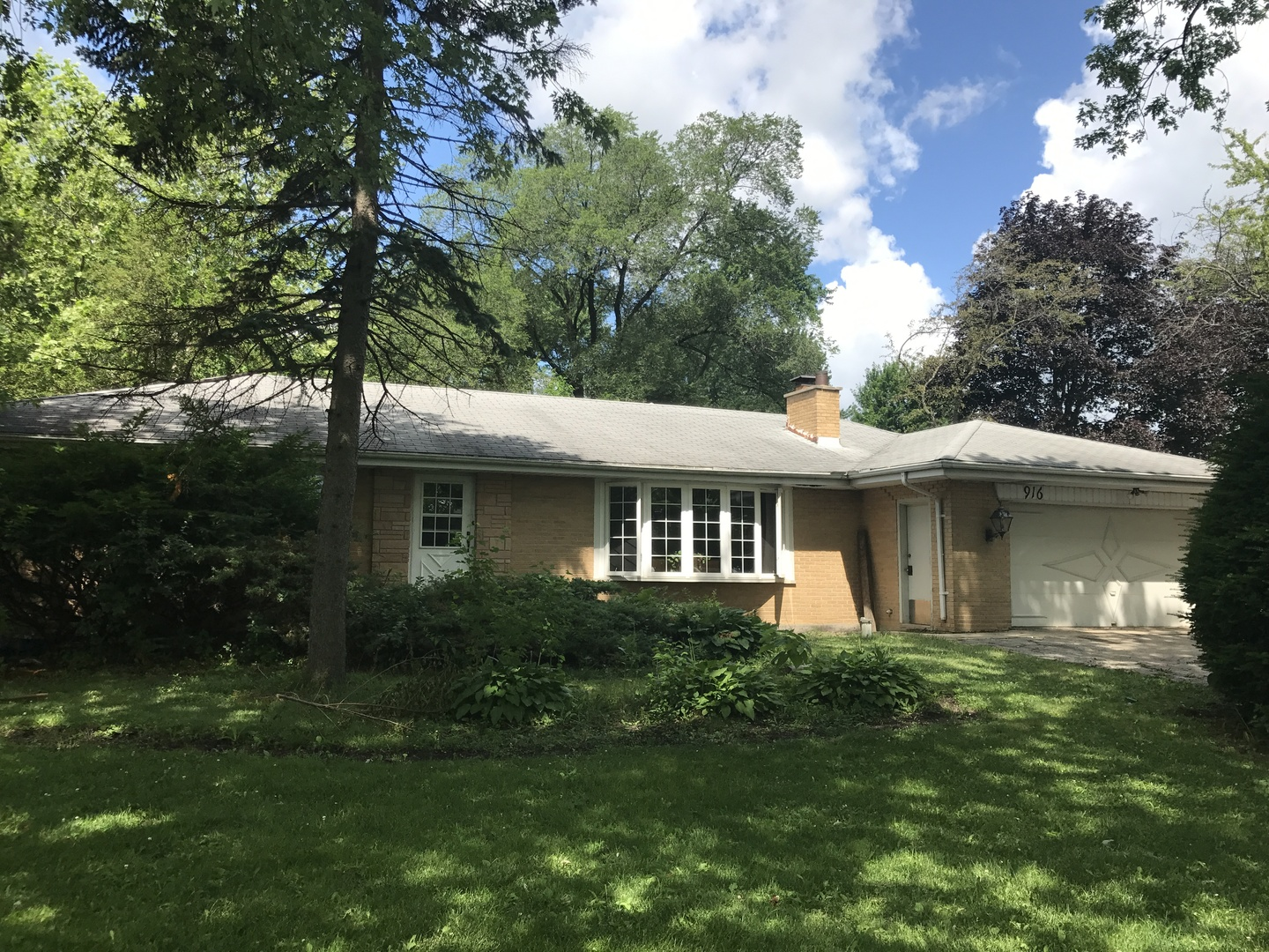 Photo of 916 North ELMHURST Road  Prospect Heights  IL