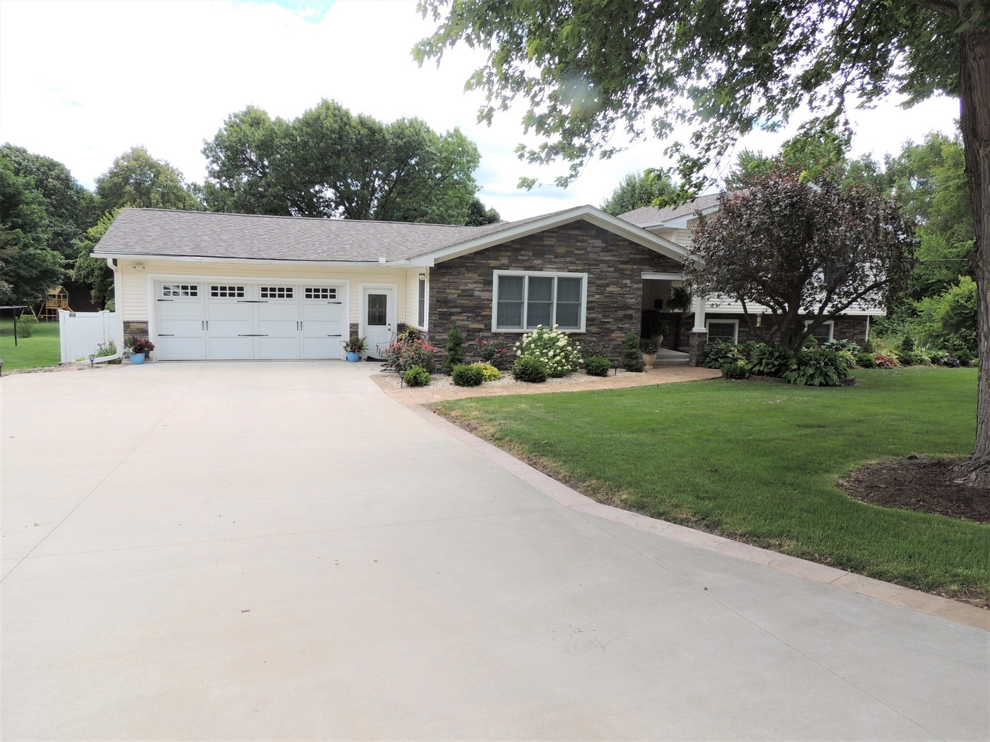 Photo of 529 West Iowa Street  SPRING VALLEY  IL