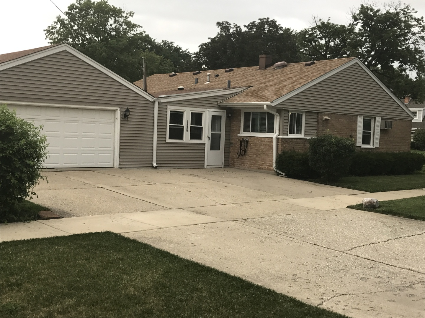 Photo of 839 East Thacker Street East  DES PLAINES  IL