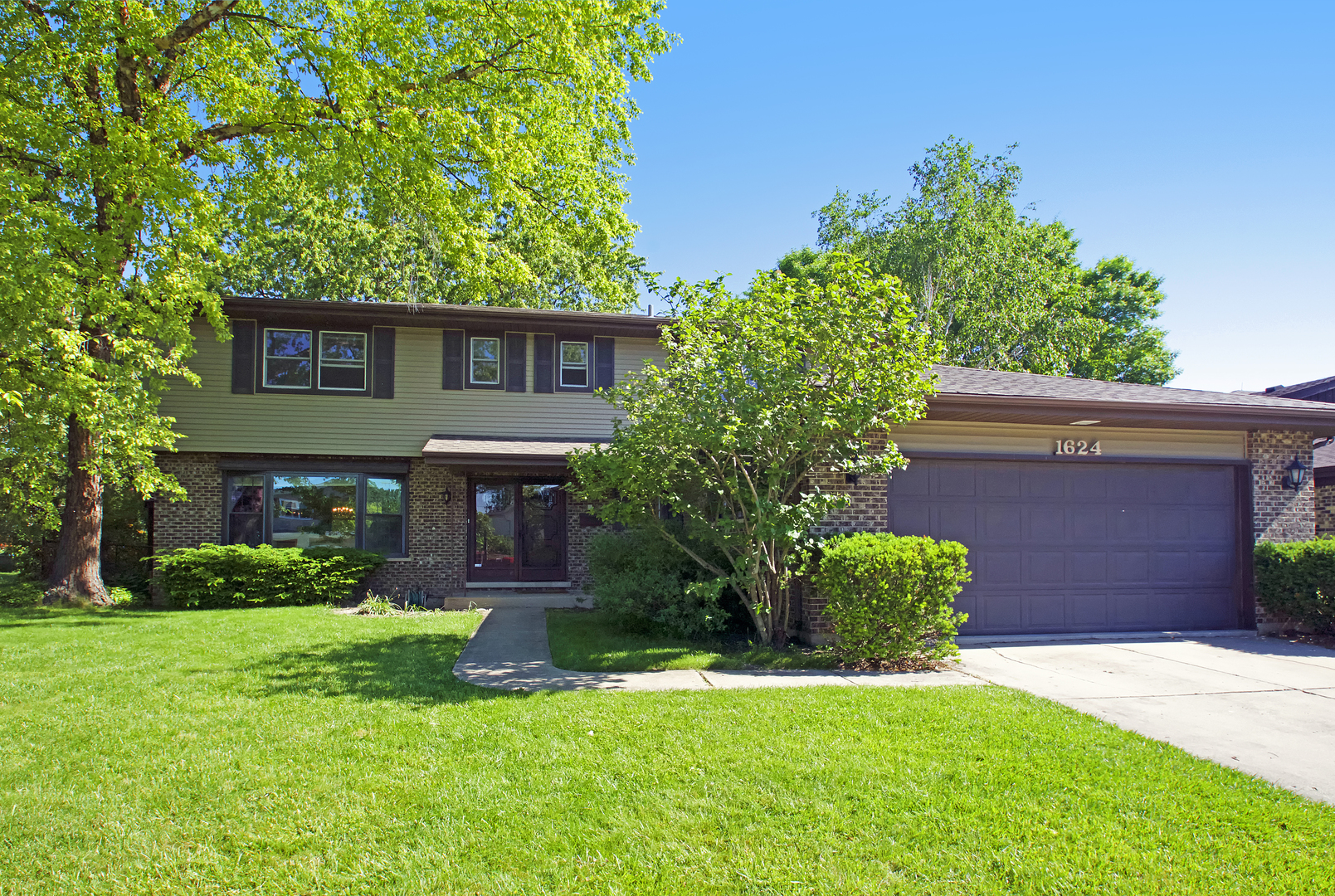 1624 East Crabtree Drive, Arlington Heights in Cook County, IL 60004 Home for Sale