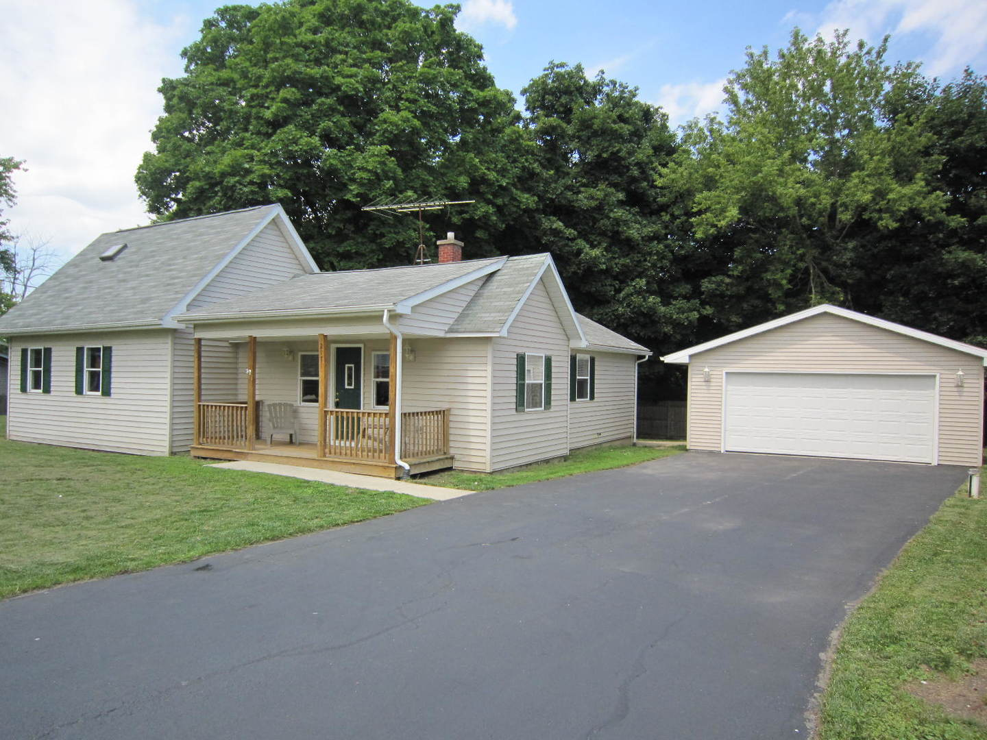 Photo of 217 Park Road  LAKEMOOR  IL