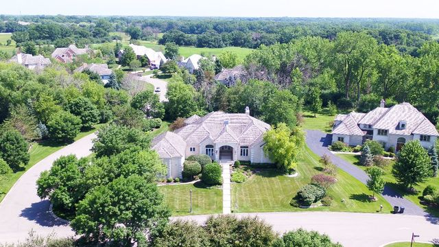 5313 West River Bend Drive, Libertyville, Illinois