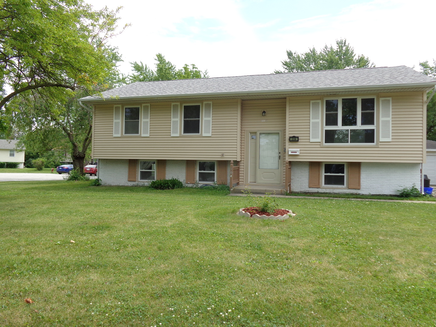Photo of 304 East Mulberry Drive  GLENWOOD  IL