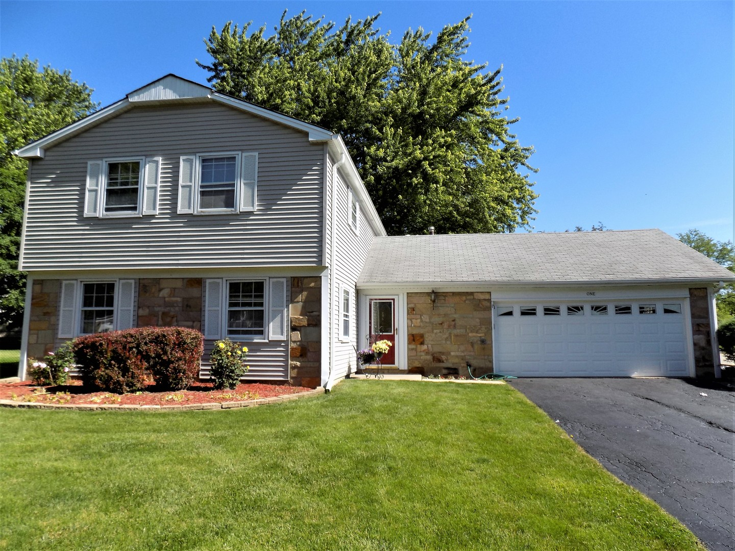 Photo of 1 WEIDNER Court  BUFFALO GROVE  IL
