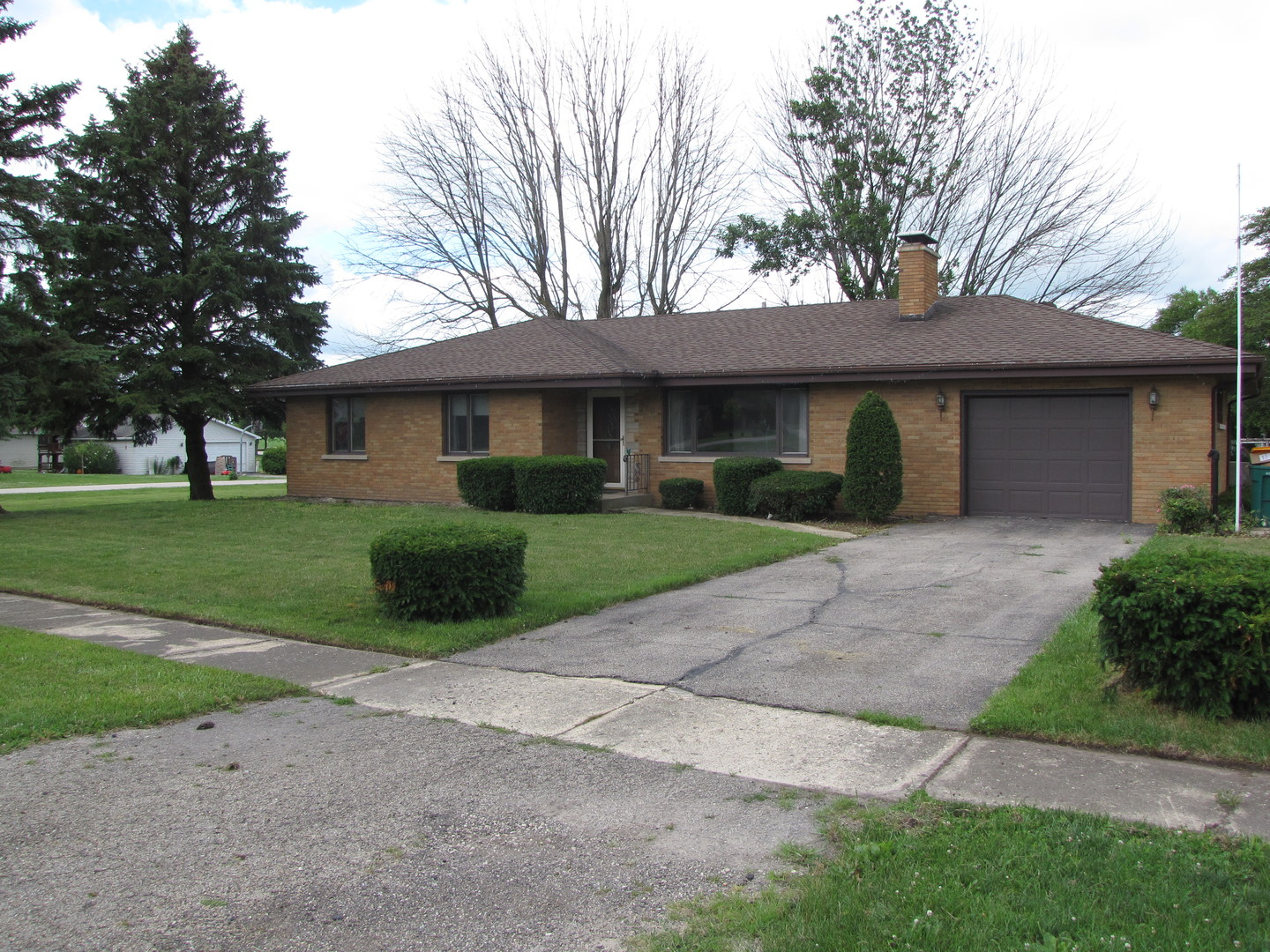 Photo of 720 North 6th Street  CARBON HILL  IL