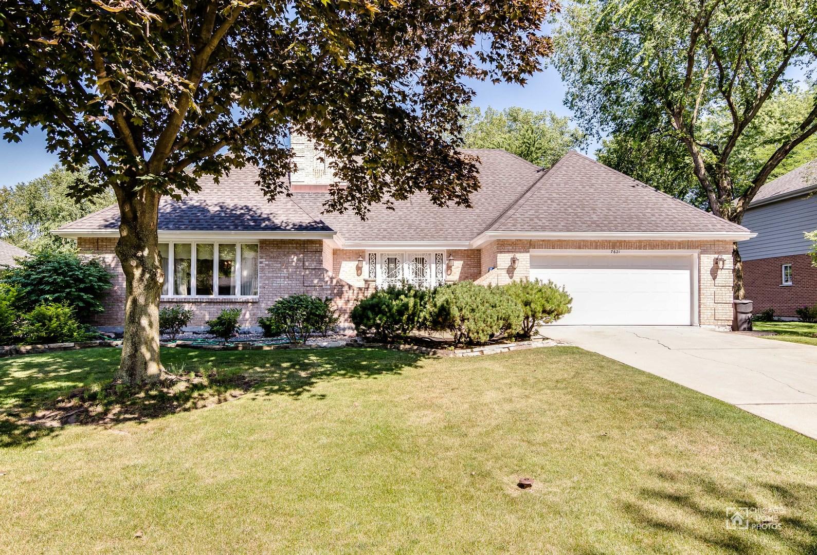 7621 Ridgewood Lane, Burr Ridge in Cook County, IL 60527 Home for Sale