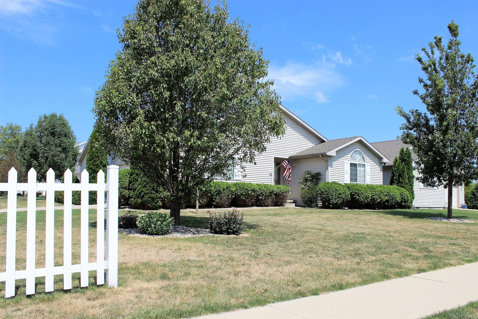 Photo of 707 BUTTERCUP Drive  SAVOY  IL