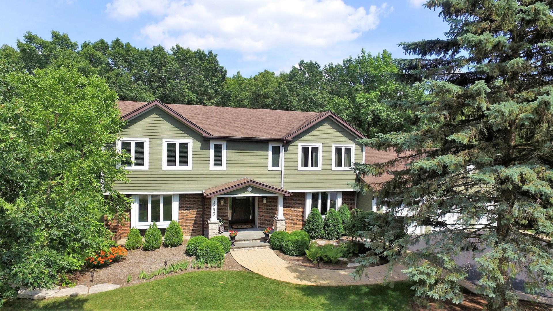 25625 North Oak Court, Barrington in Lake County, IL 60010 Home for Sale