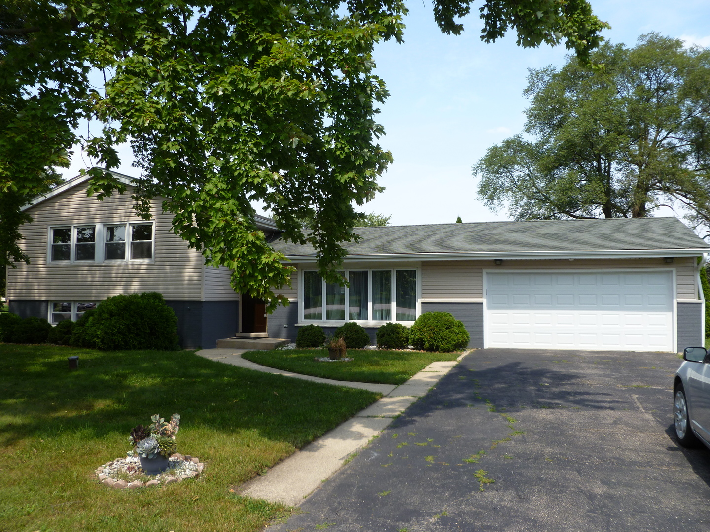 Photo of 1380 Indian Hill Drive  BENSENVILLE  IL