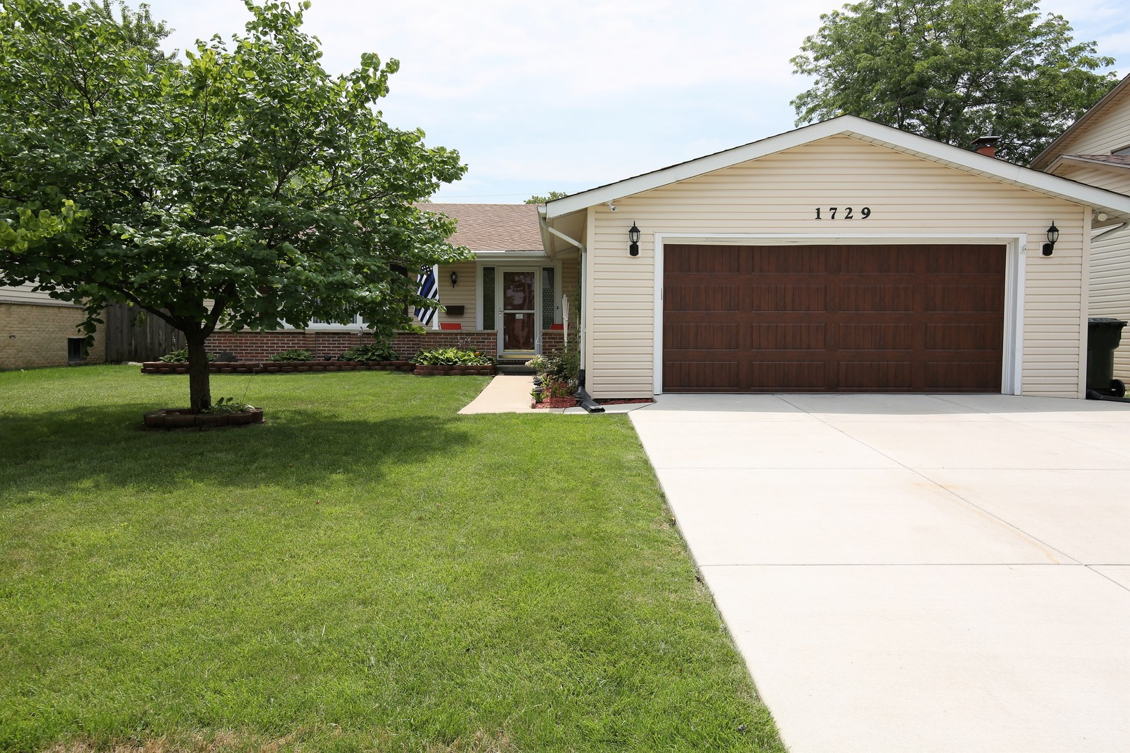 Photo of 1729 West WILLOW Lane  MOUNT PROSPECT  IL