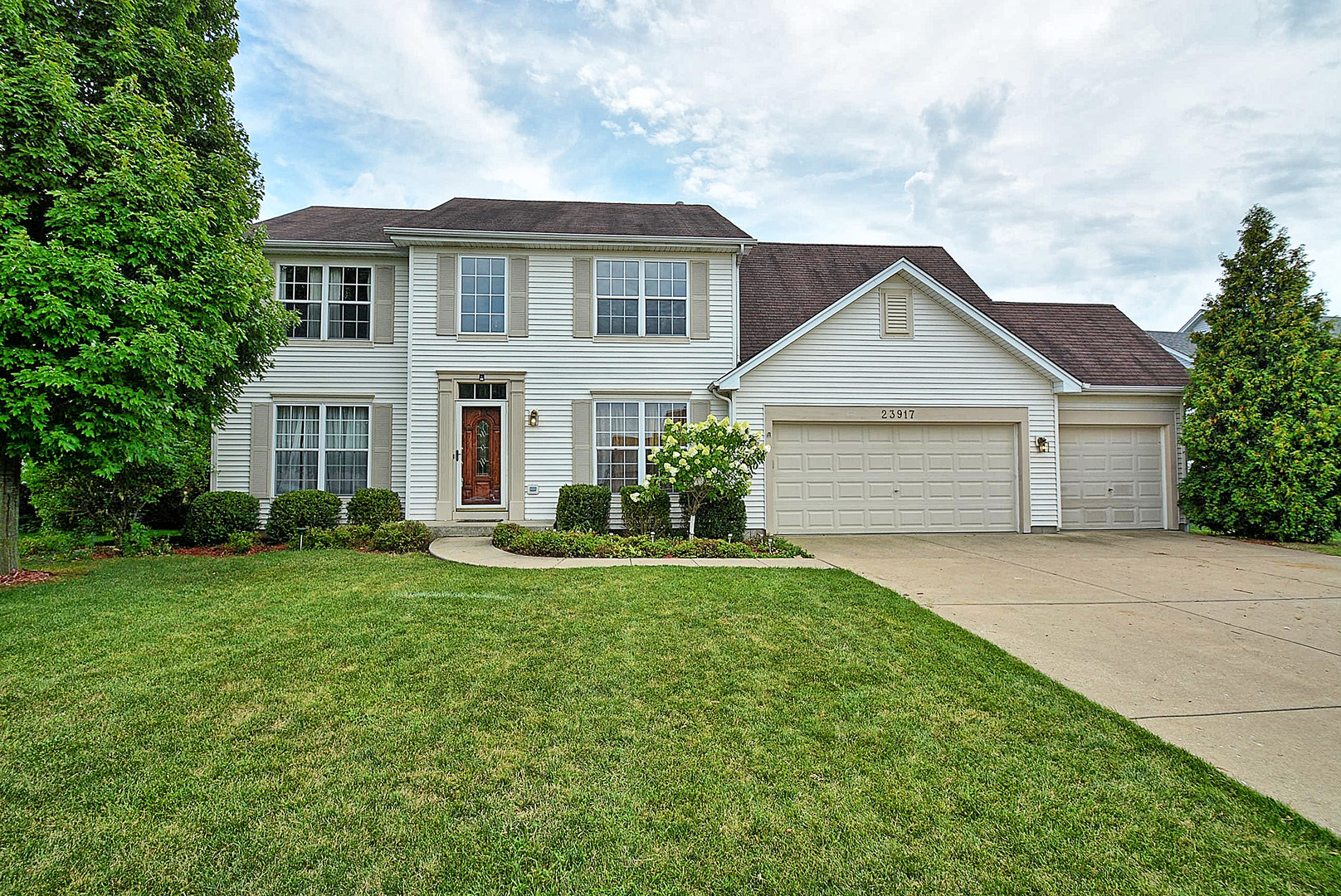 Photo of 23917 GREENFIELD Court  PLAINFIELD  IL