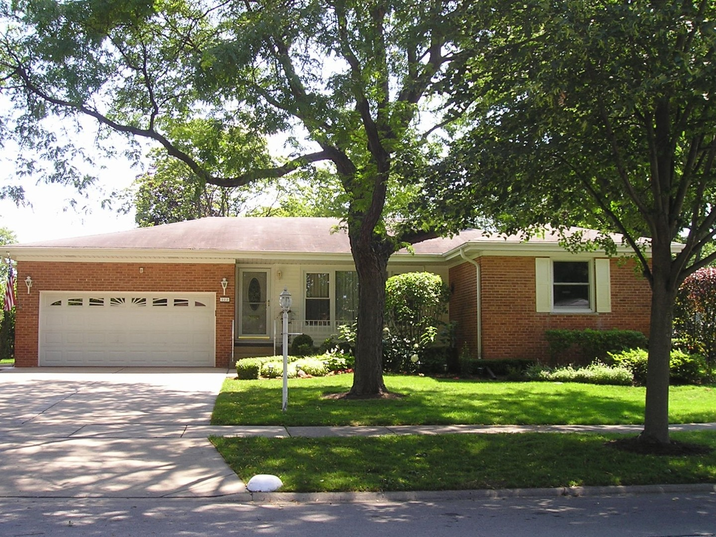 323 South DONALD Avenue, Arlington Heights in Cook County, IL 60004 Home for Sale