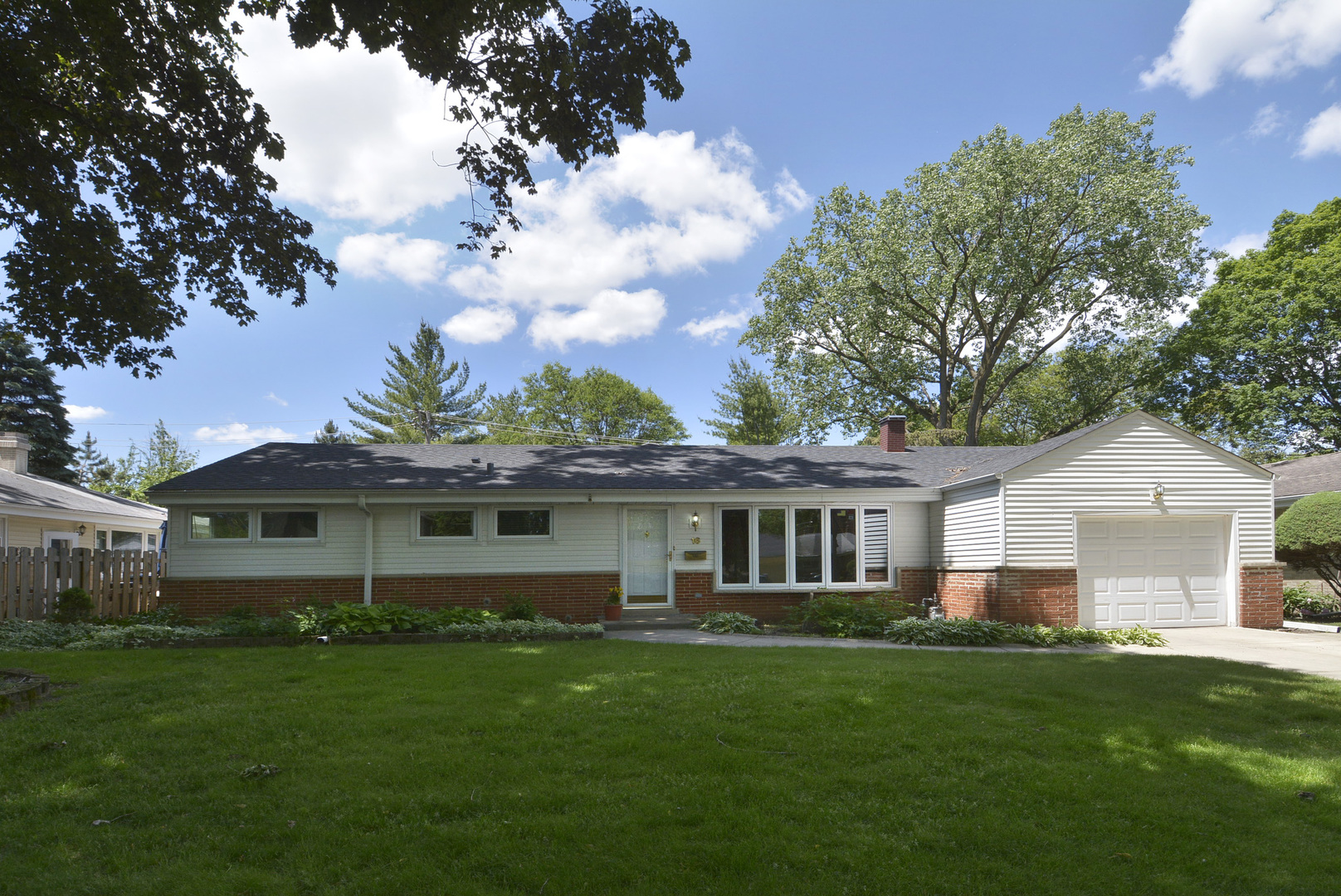 16 South Forrest Avenue, Arlington Heights in Cook County, IL 60004 Home for Sale