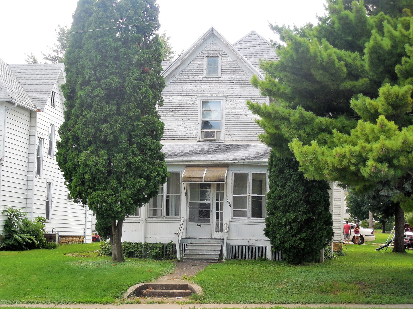 Photo of 309 Broadway Avenue  STERLING  IL