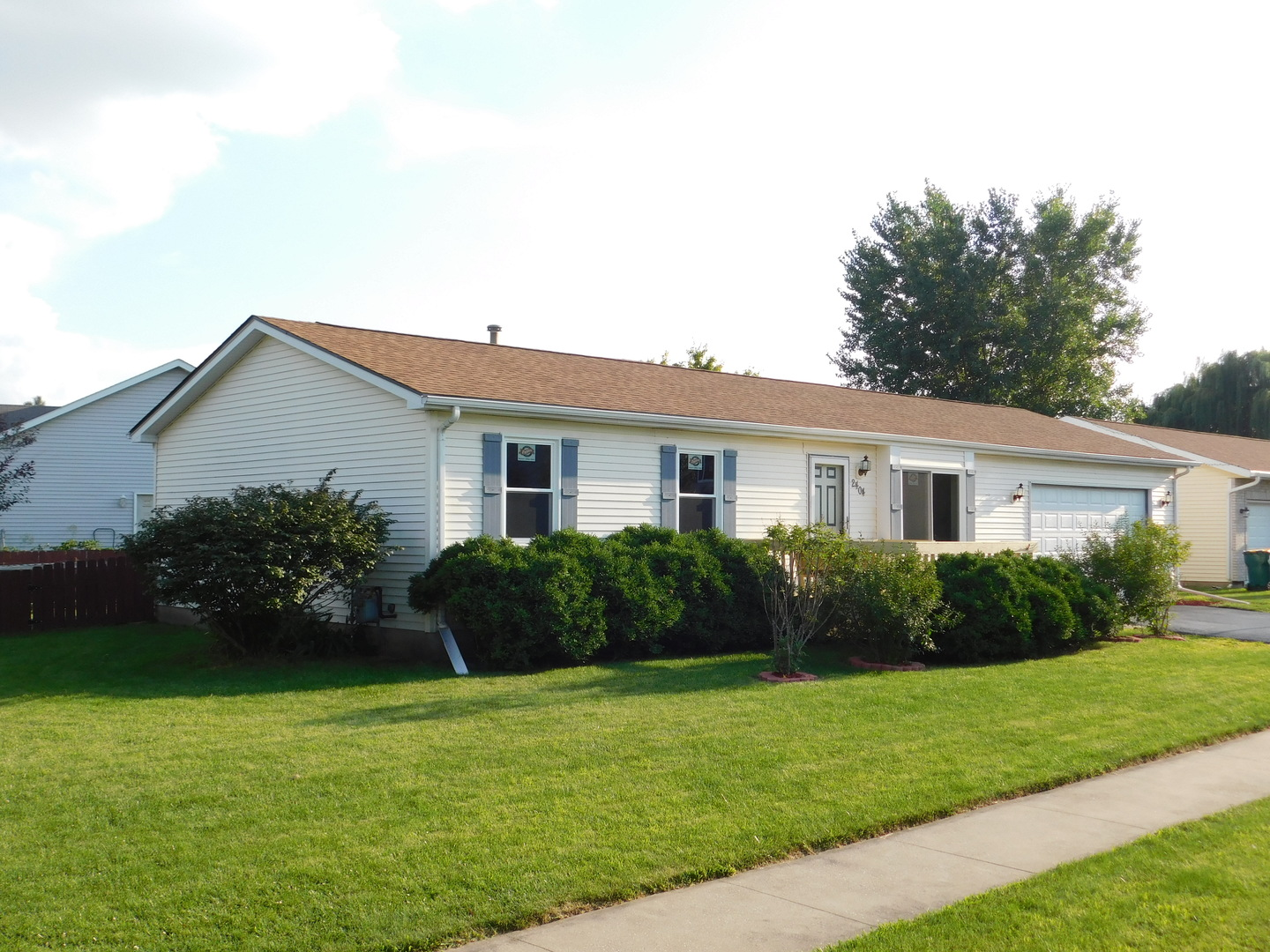 Photo of 2404 Meadow Creek Drive  SYCAMORE  IL