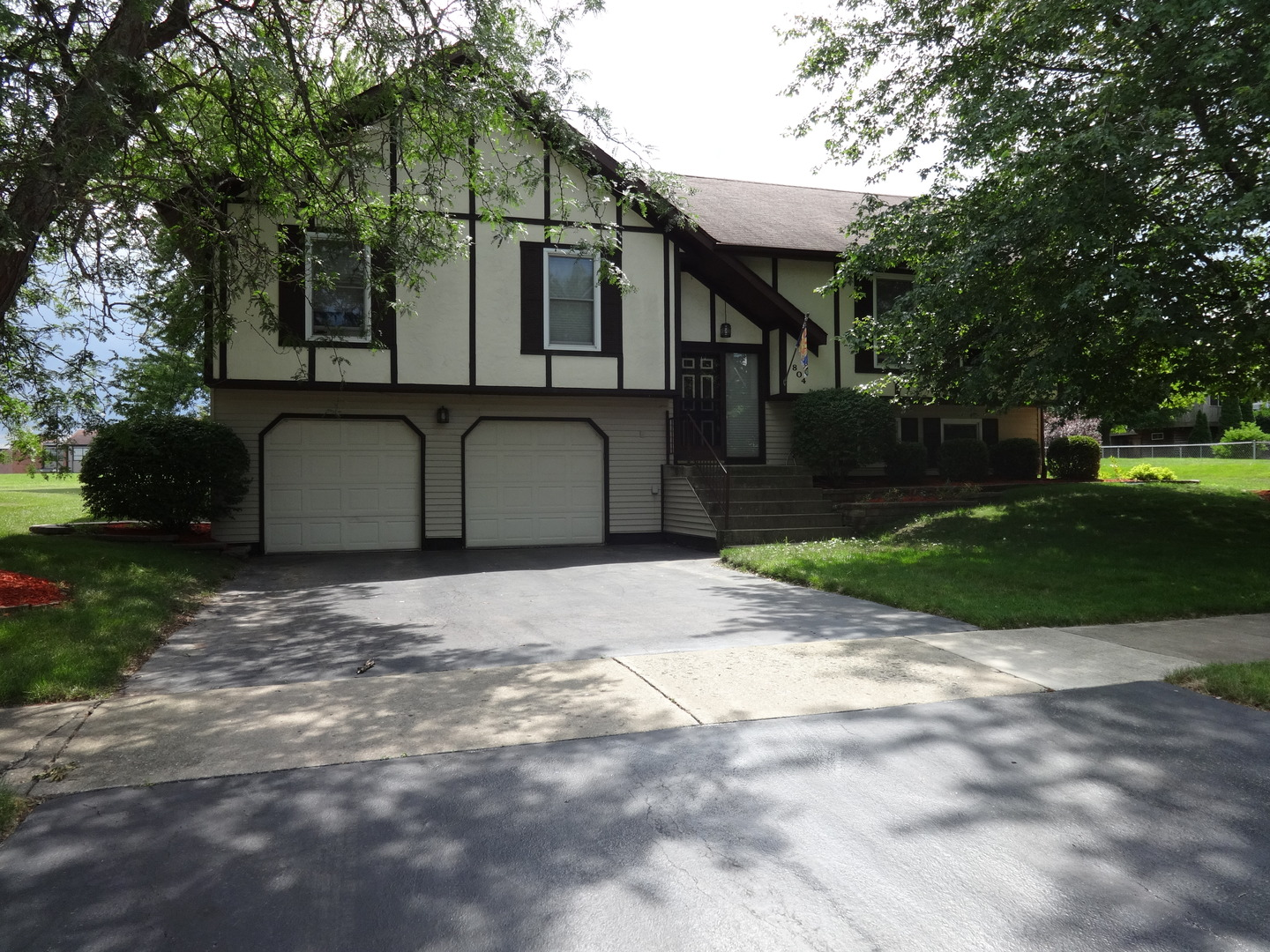 Photo of 804 Cottonwood Drive  NORTH AURORA  IL