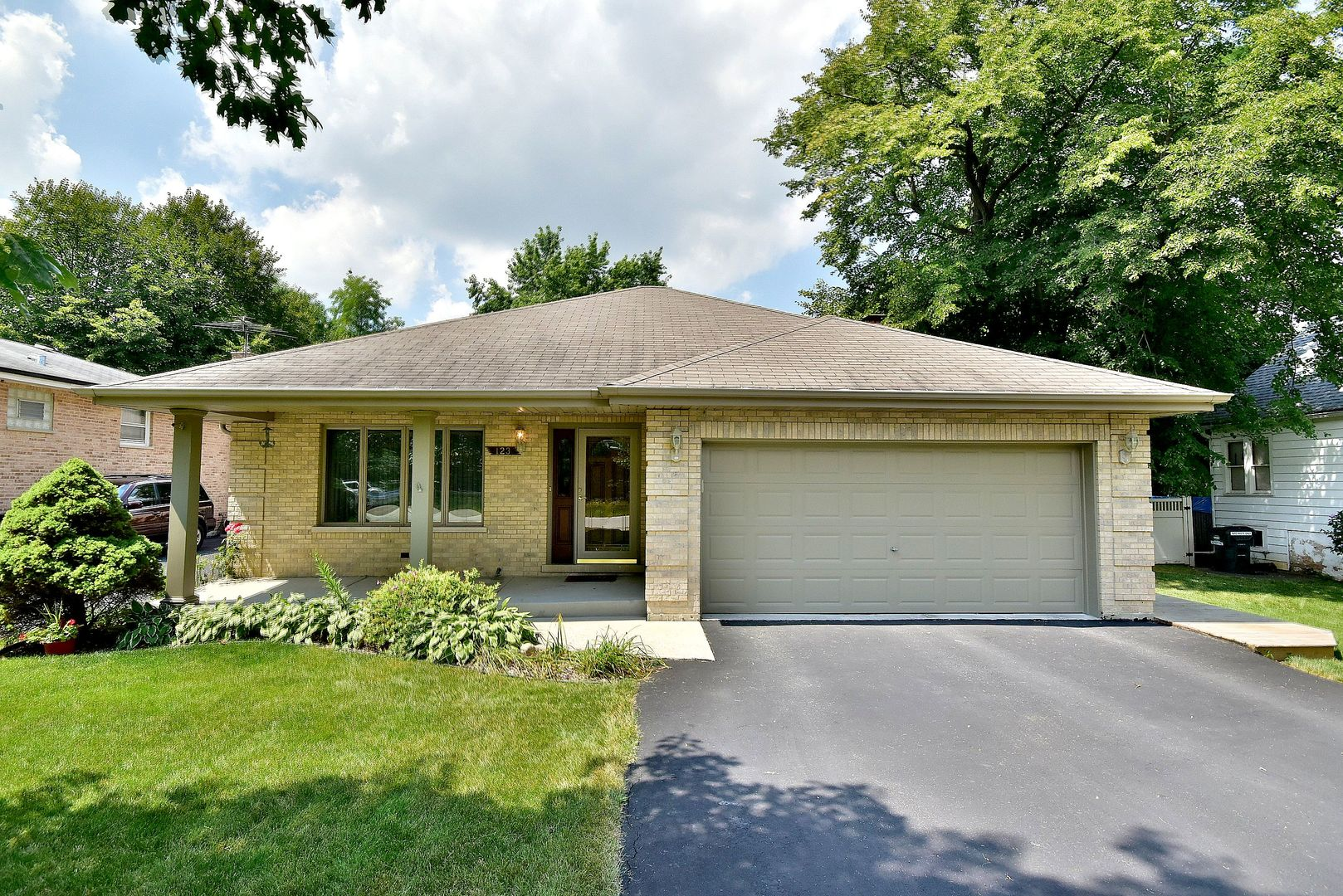 Photo of 123 Cliff Street  WILLOW SPRINGS  IL