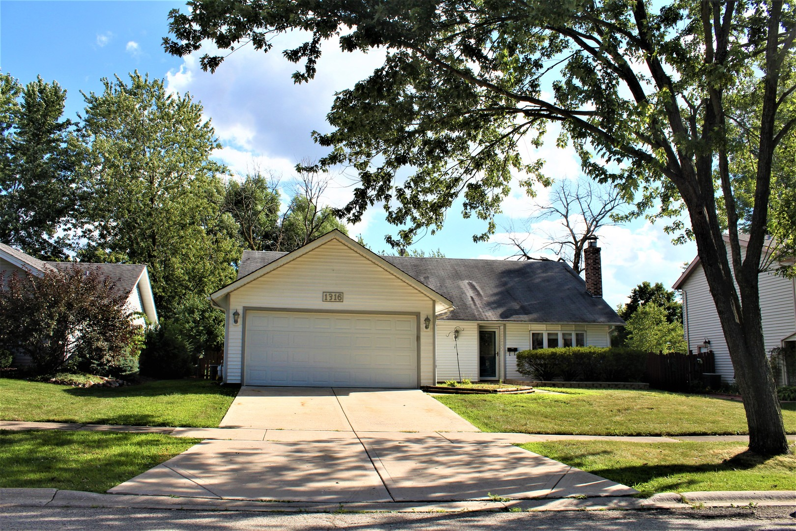 Photo of 1316 Whirlaway Lane  HANOVER PARK  IL