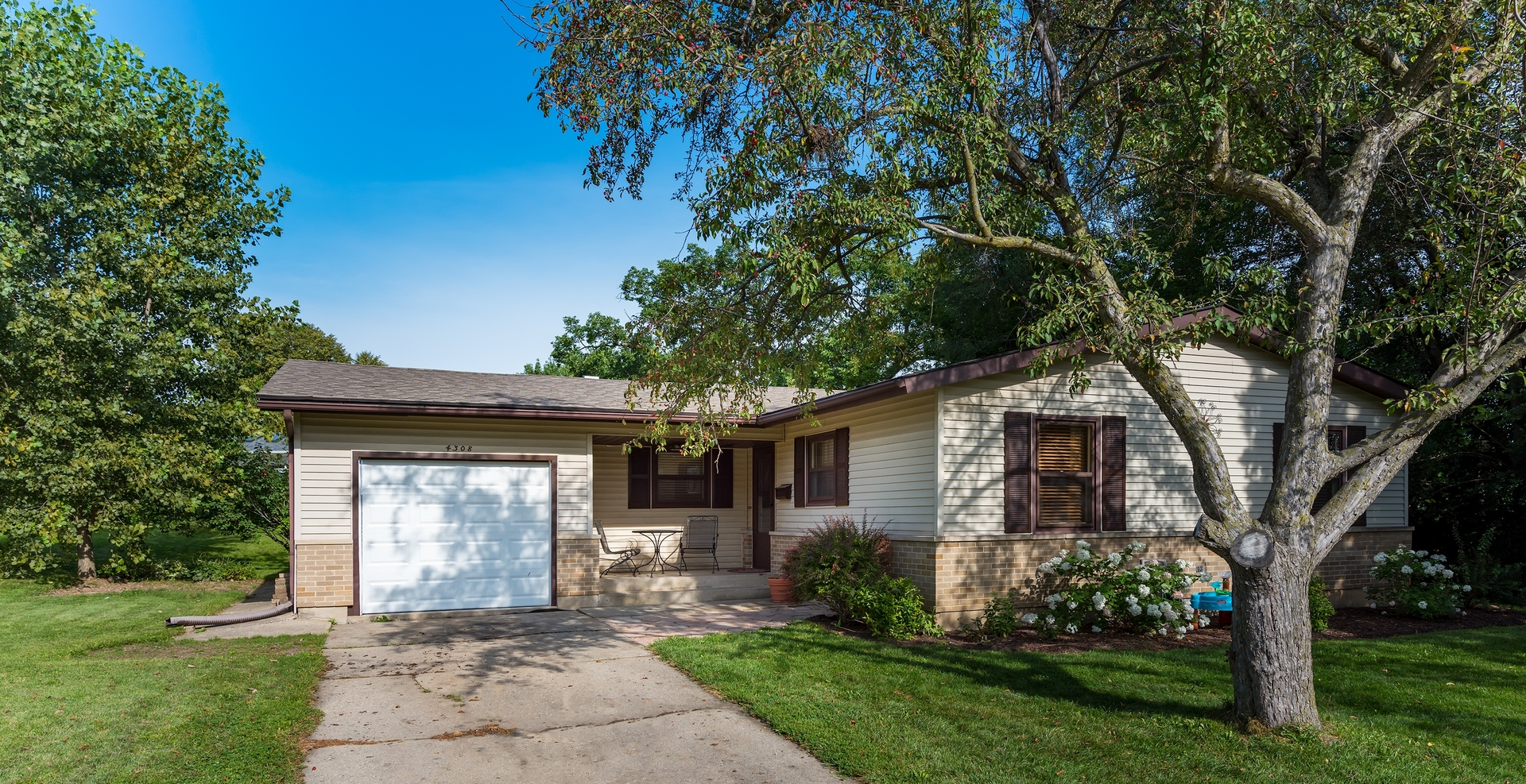 Photo of 4308 FRONT ROYAL Drive  MCHENRY  IL