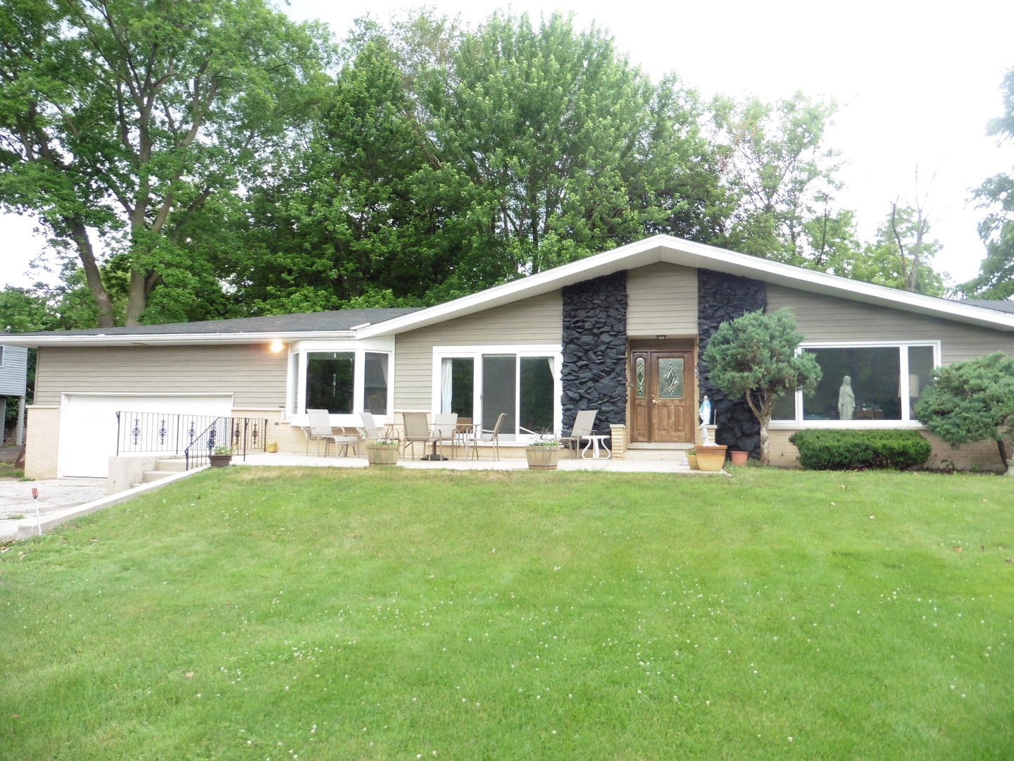 1640 Lowe Drive, Algonquin in Mc Henry County, IL 60102 Home for Sale