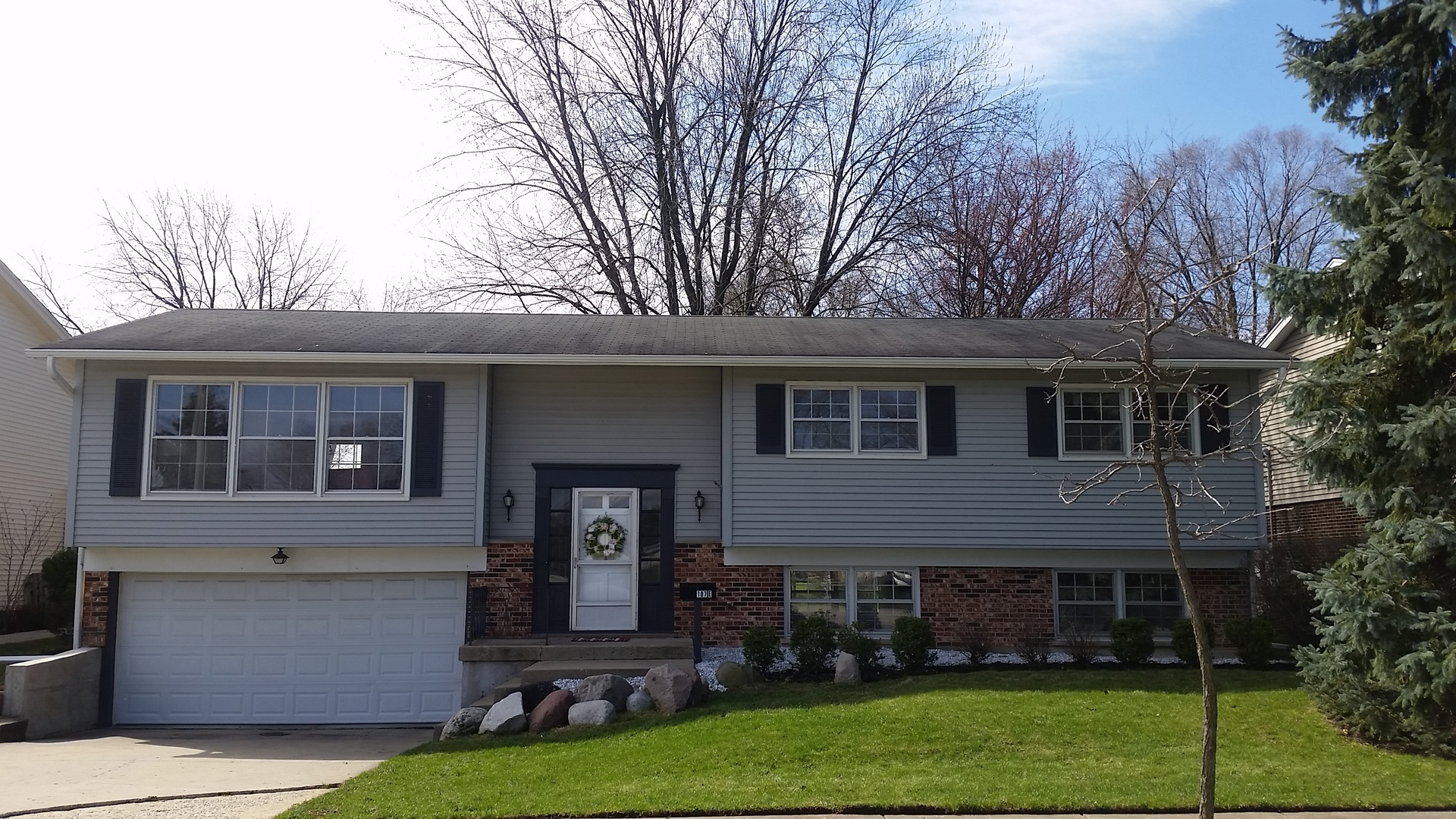 107 East Hintz Road, Arlington Heights in Cook County, IL 60004 Home for Sale