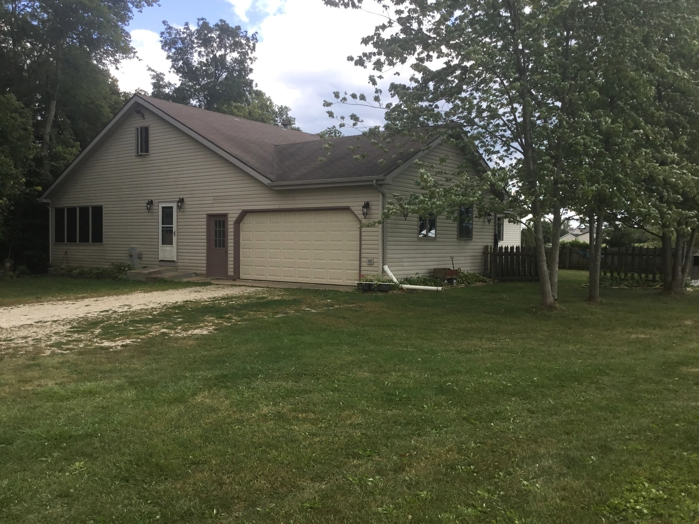 Photo of 647 Ogee Road  EARLVILLE  IL