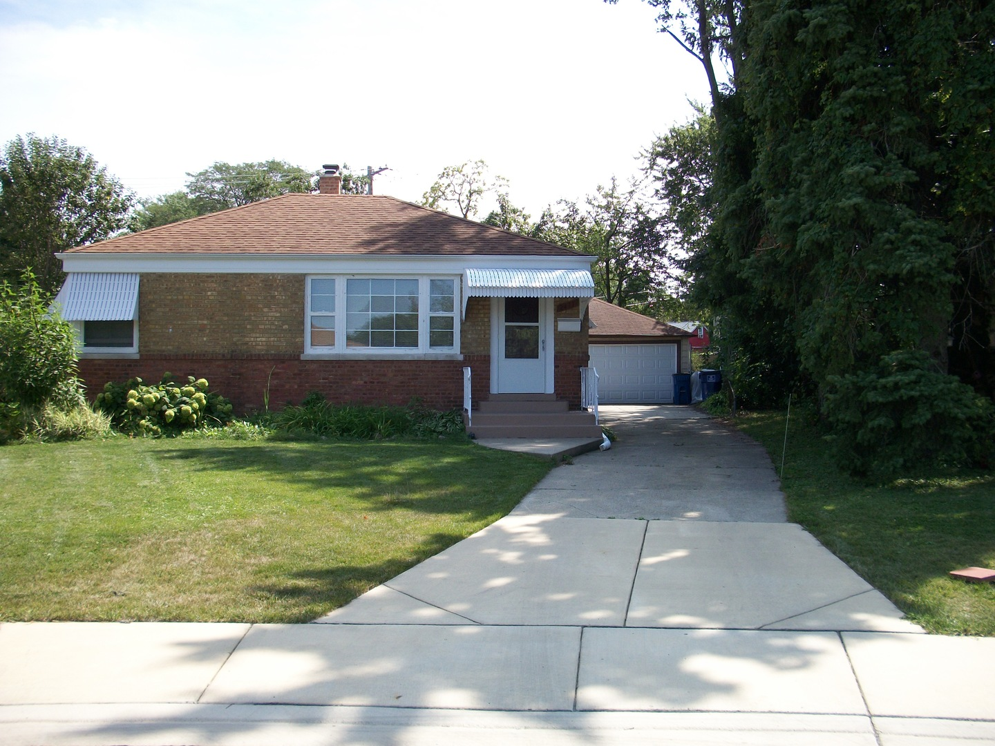 Photo of 2411 Westbrook Drive  FRANKLIN PARK  IL