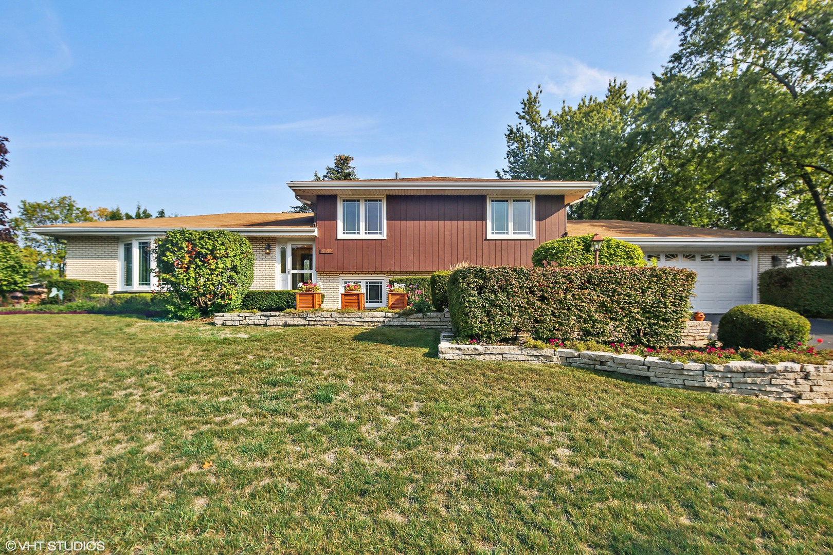 Photo of 8232 Crestview Drive  WILLOW SPRINGS  IL