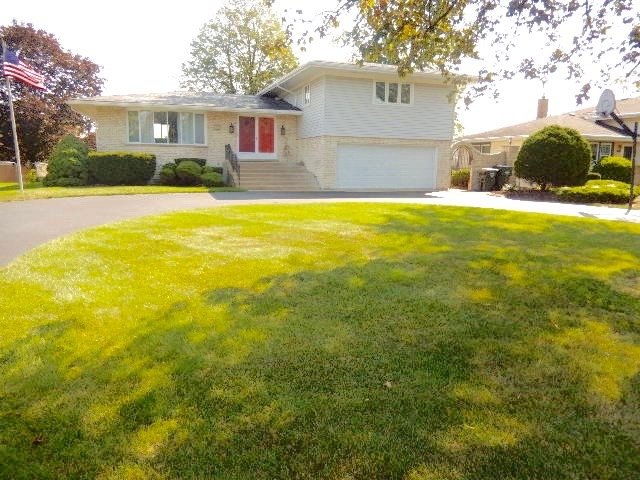 Photo of 105 South Constance Lane  COUNTRYSIDE  IL