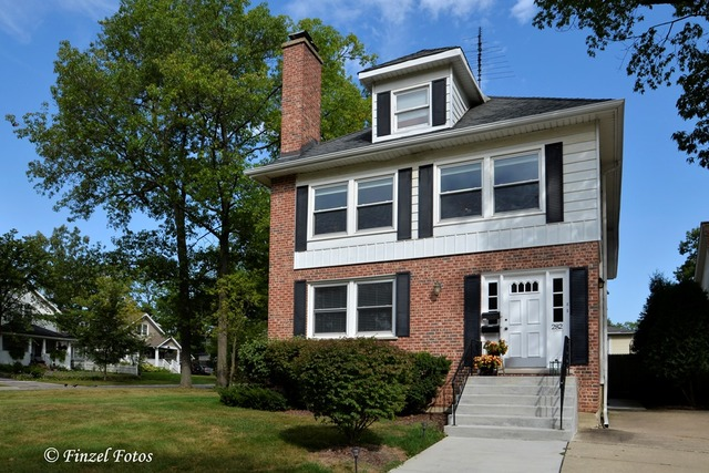 Photo of 282 East Woodland Road  LAKE FOREST  IL