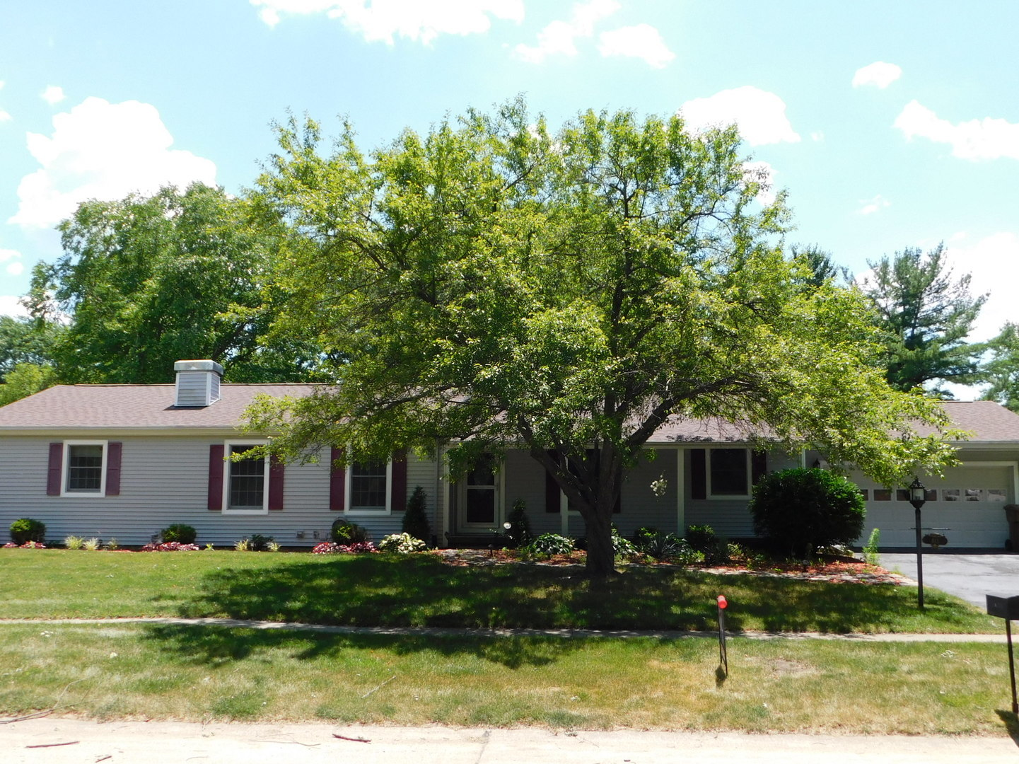 811 Ayrshire Drive, Champaign in Champaign County, IL 61820 Home for Sale