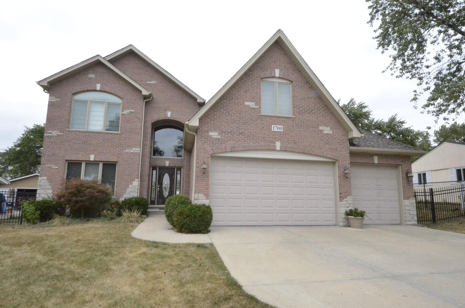 1700 Winchester Lane, Schaumburg, Illinois