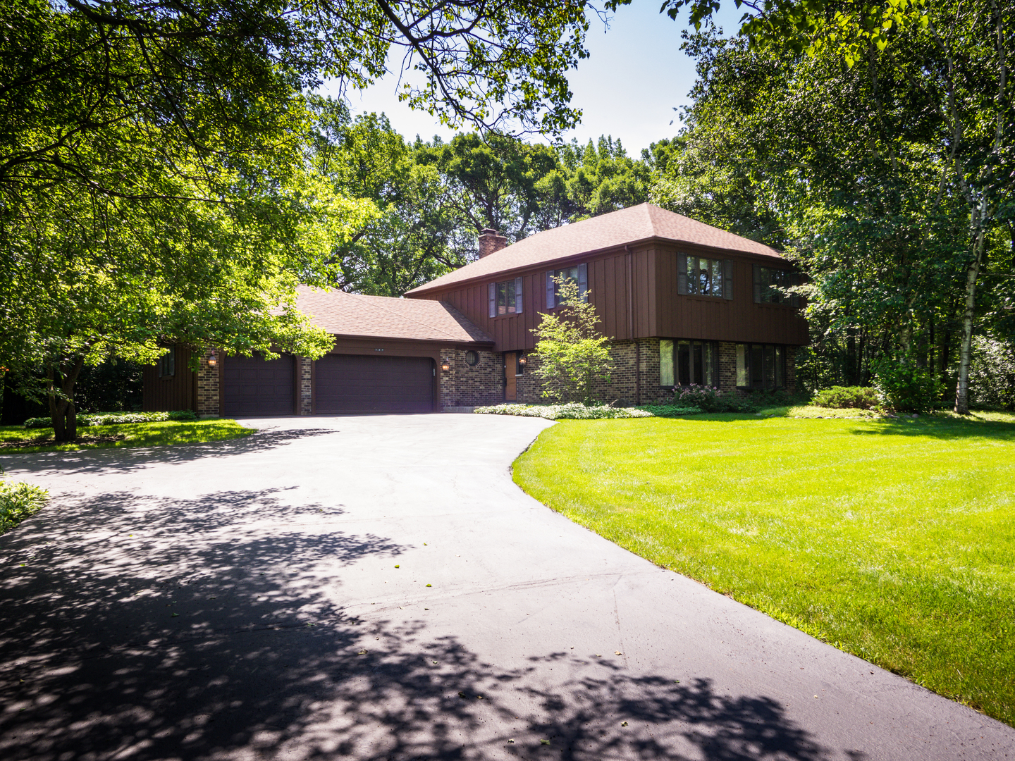 127 Hidden Oaks Drive, Barrington in Cook County, IL 60010 Home for Sale