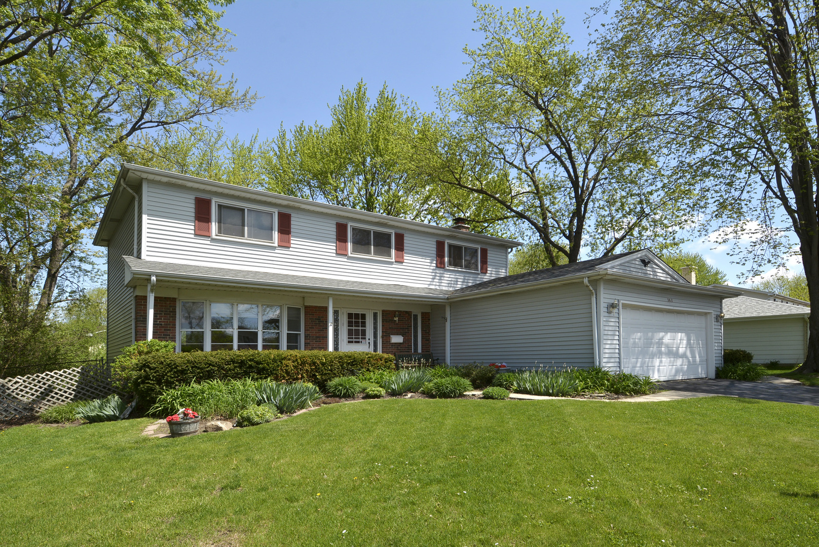 302 East Valley Lane, Arlington Heights in Cook County, IL 60004 Home for Sale