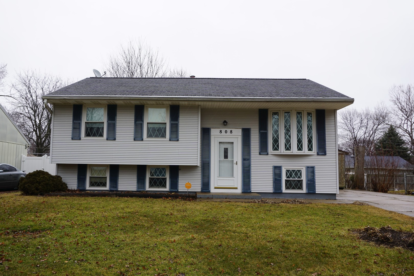 808 Maplepark Drive, Champaign in Champaign County, IL 61821 Home for Sale