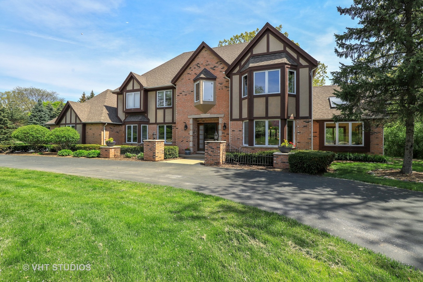 1609 BAYBERRY Court, Libertyville in Lake County, IL 60048 Home for Sale