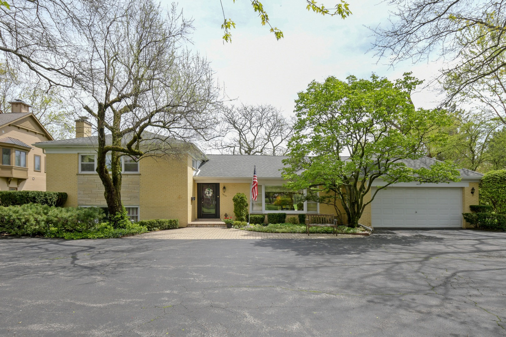 1435 Lee Road, Northbrook in Cook County, IL 60062 Home for Sale