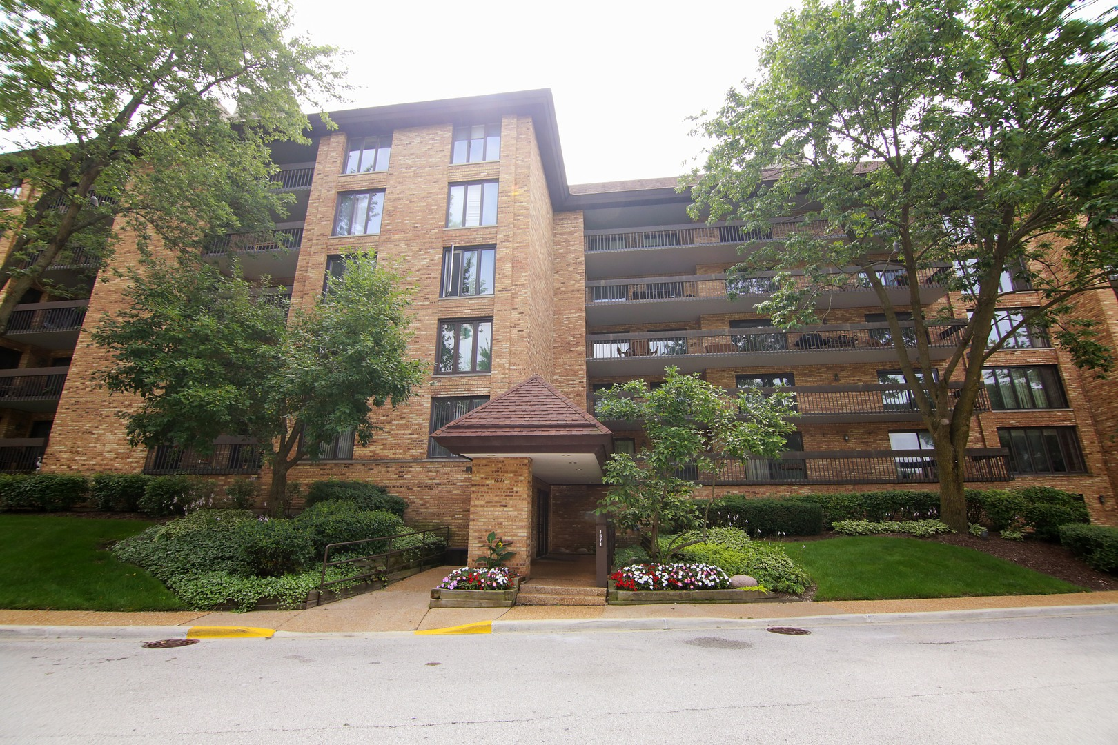 1671 MISSION HILLS Road 410, Northbrook in Cook County, IL 60062 Home for Sale