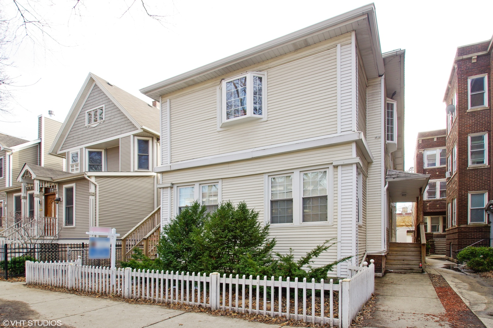 1335 West EARLY Avenue, Rogers Park, Illinois