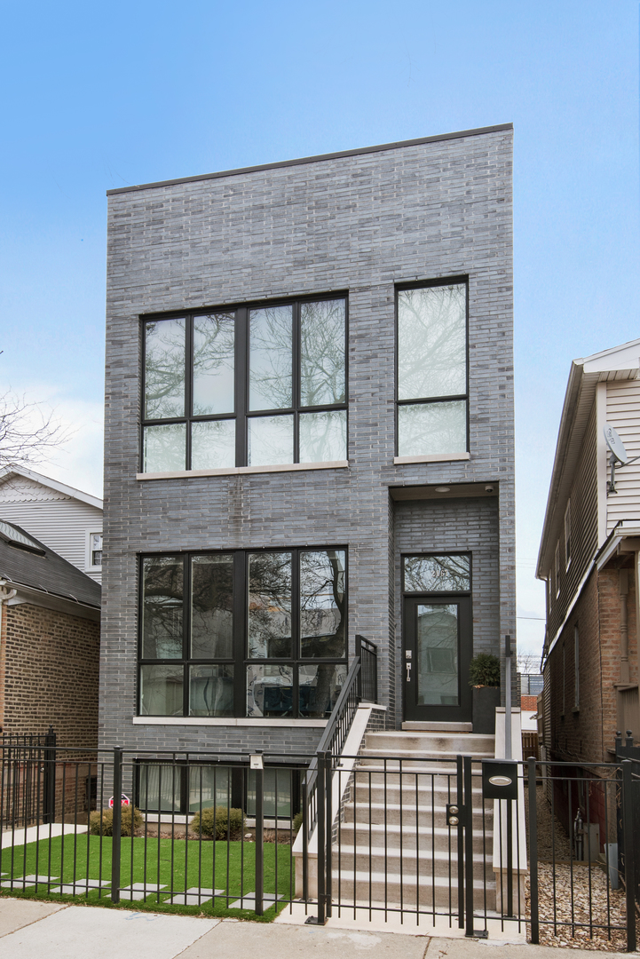 2067 North Oakley Avenue, Logan Square, Illinois