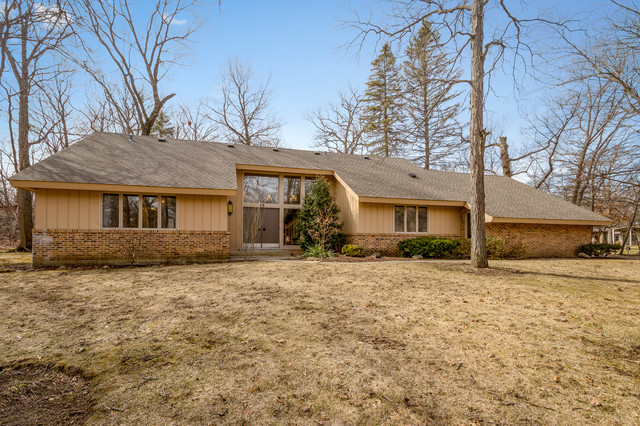15 Sheffield Court, Lincolnshire in Lake County, IL 60069 Home for Sale