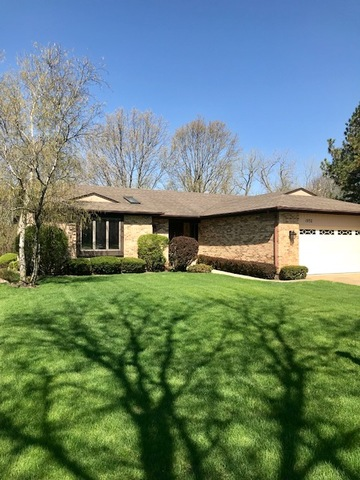 1932 North Carlyle Place, Arlington Heights in Cook County, IL 60004 Home for Sale