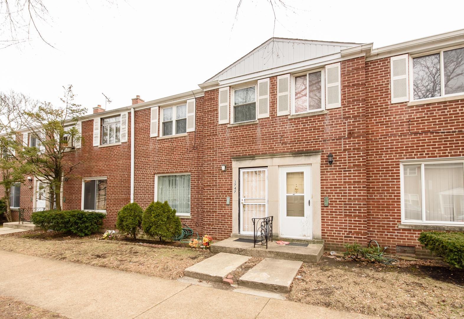 1747 West Thome Avenue, Rogers Park, Illinois