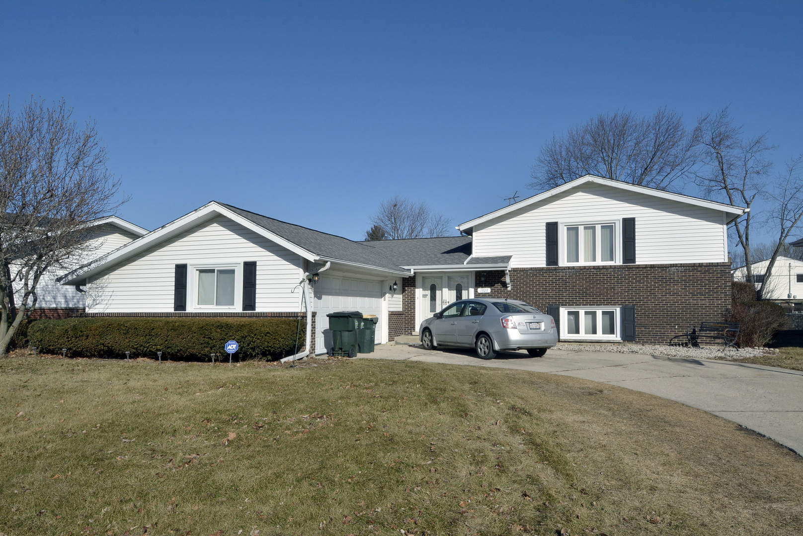 1923 North Shenandoah Drive, Arlington Heights in Cook County, IL 60004 Home for Sale
