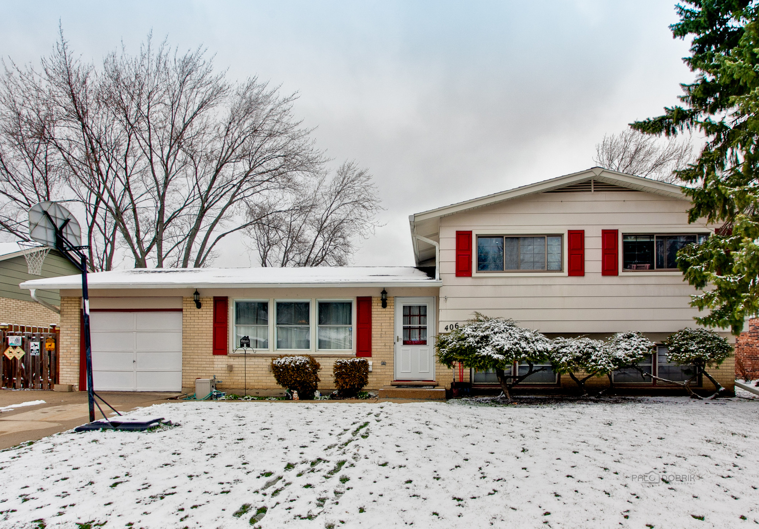 406 West Kingsbury Drive, Arlington Heights in Cook County, IL 60004 Home for Sale