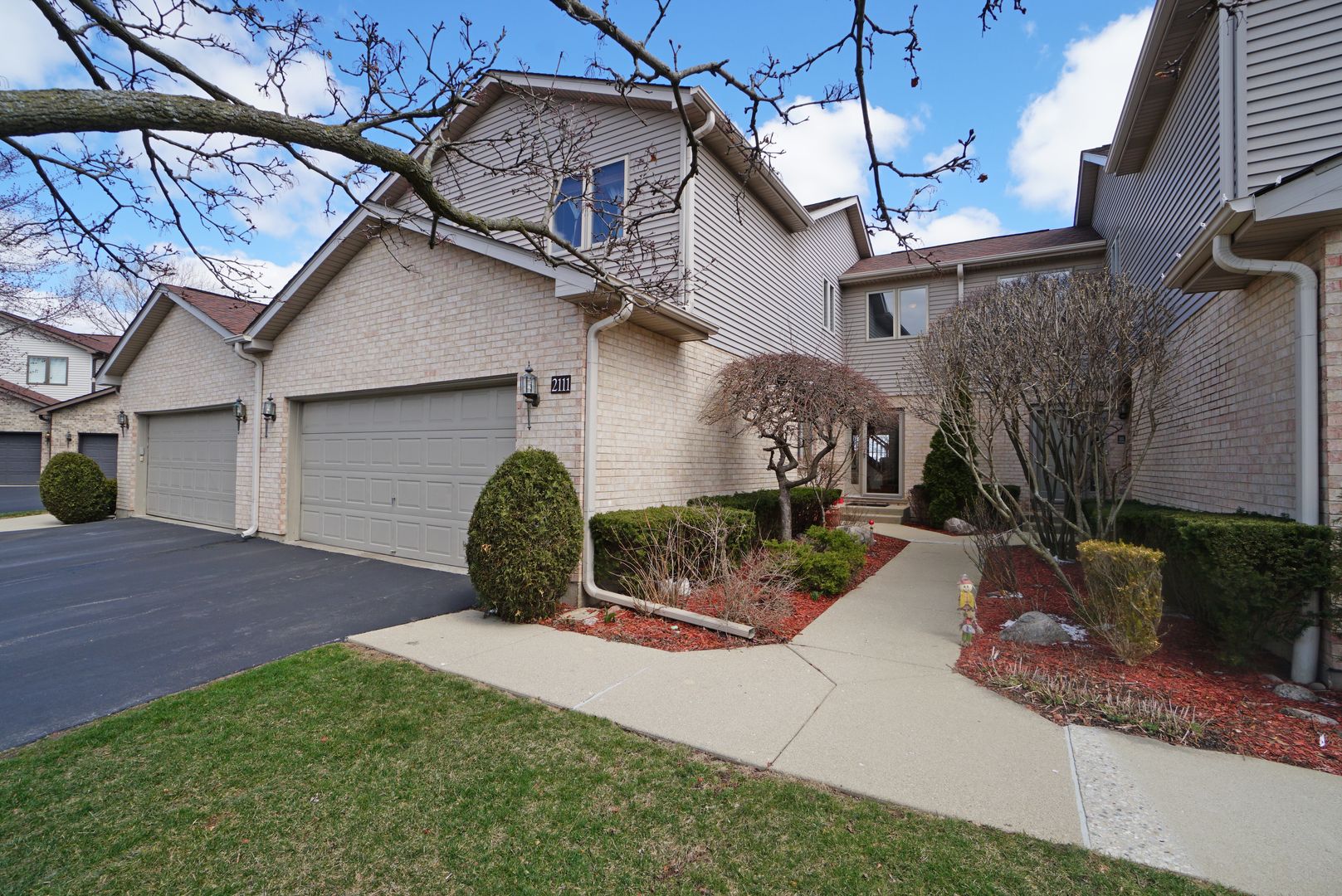 2111 North Juniper Lane, Arlington Heights in Cook County, IL 60004 Home for Sale