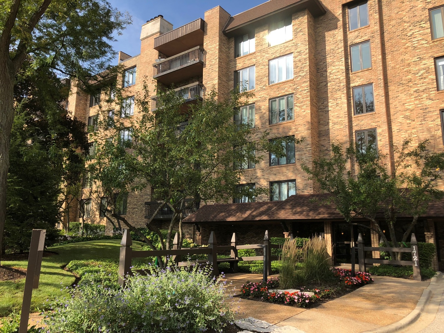 1721 Mission Hills Road 106, Northbrook in Cook County, IL 60062 Home for Sale
